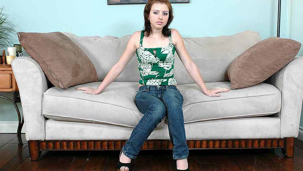Lexi Belle fucking in the couch with her natural tits