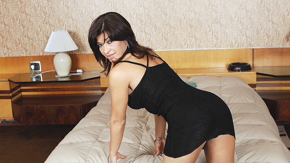 Stranger Victoria Luna fucking in the bed with her big ass
