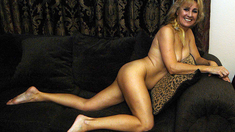 MILF Mia Ivanova fucking in the bedroom with her hairy pussy