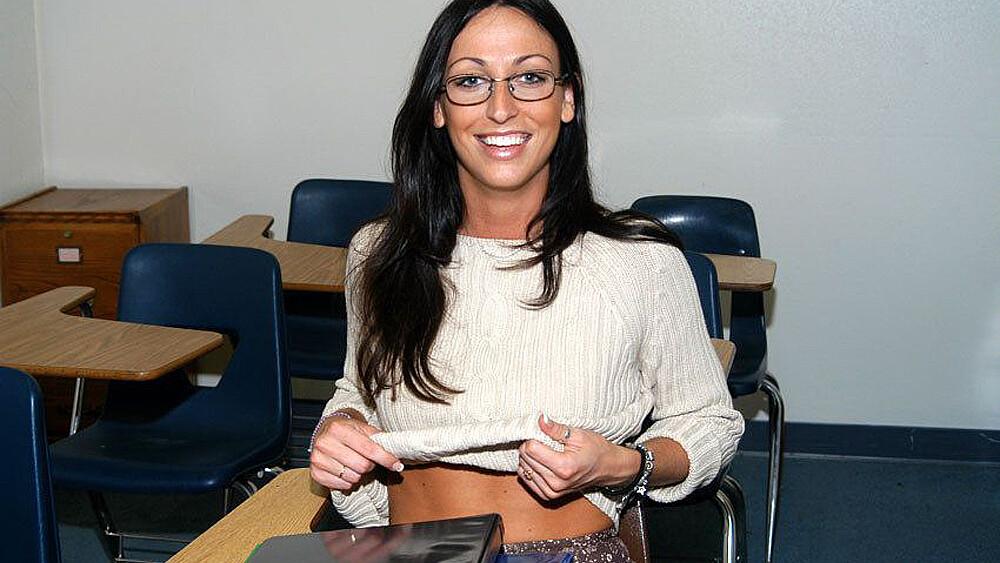 Rhiannon Bray fucking in the desk with her piercings