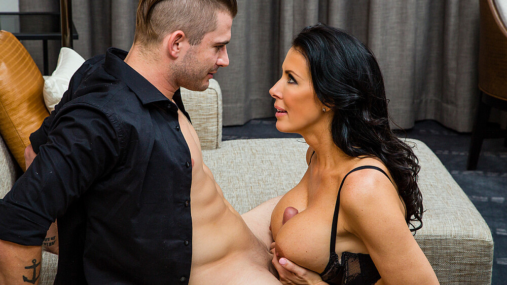Reagan Foxx roleplays as naughty step mom