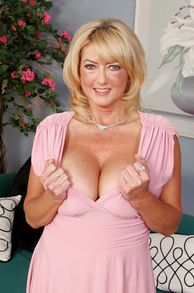 Pornstar Rheina Shine - Big Ass videos by Naughty America