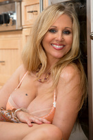 Julia Ann starring in Friend's Momporn videos with Big Ass and Big Tits