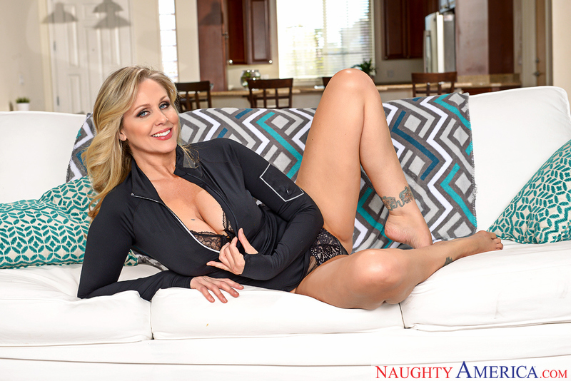 Julia Ann - My Friends Hot Mom - Naughty America