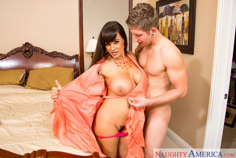 Lisa ann hot mom