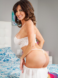 Tara Holiday & Johnny Castle in My Friends Hot Mom - Centerfold