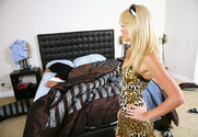 Monique Alexander & Alex Gonz in My Sisters Hot Friend - Sex Position 1