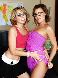 Lexi Belle, Eve Nicholson & Otto Bauer in Naughty Bookworms - Centerfold