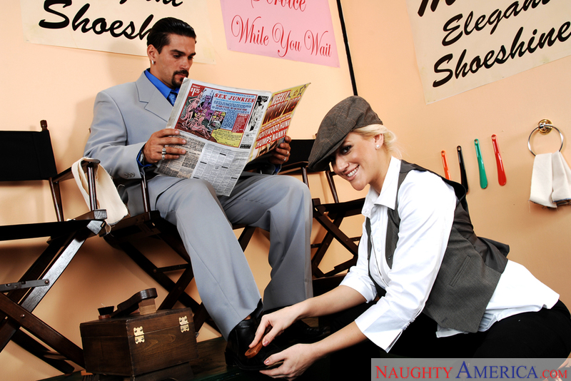 Shoeshine girl Eve Laurence earns some extra cash with a hard fucking № 456965 без смс
