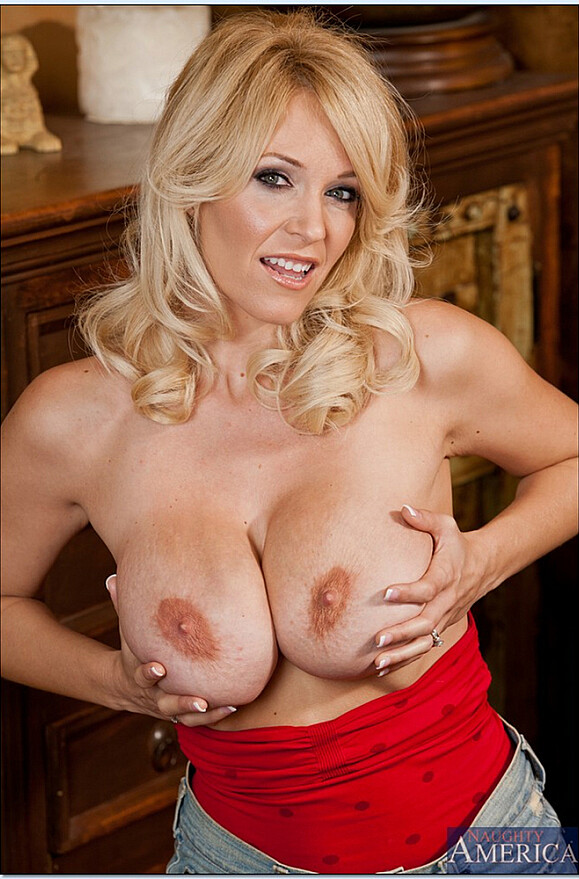Charlee Chase - xxx pornstar in many Shaved & Hairy Pussy & Squirting videos
