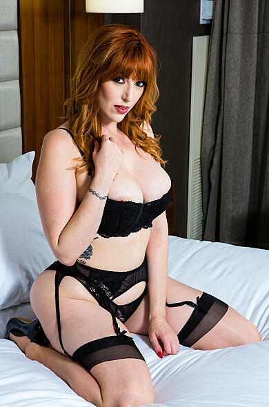 VR Pornstar Lauren Phillips