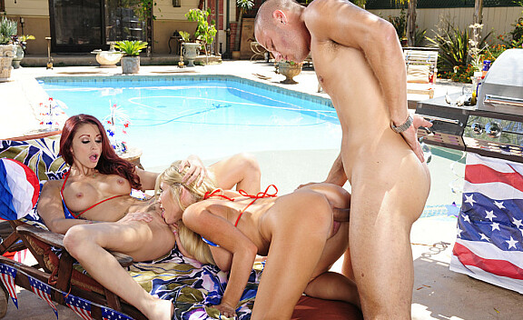 Blonde Monique Alexander fucking in the pool with her tits - Sex Position #8