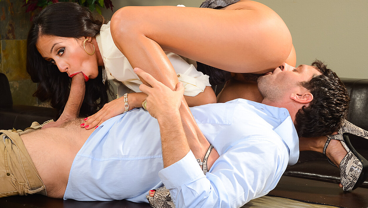 Latina Ariella Ferrera fucking in the couch with her tits