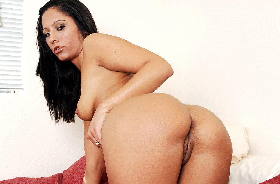 Watch Reena Sky and Alex Gonz video in Fast Times