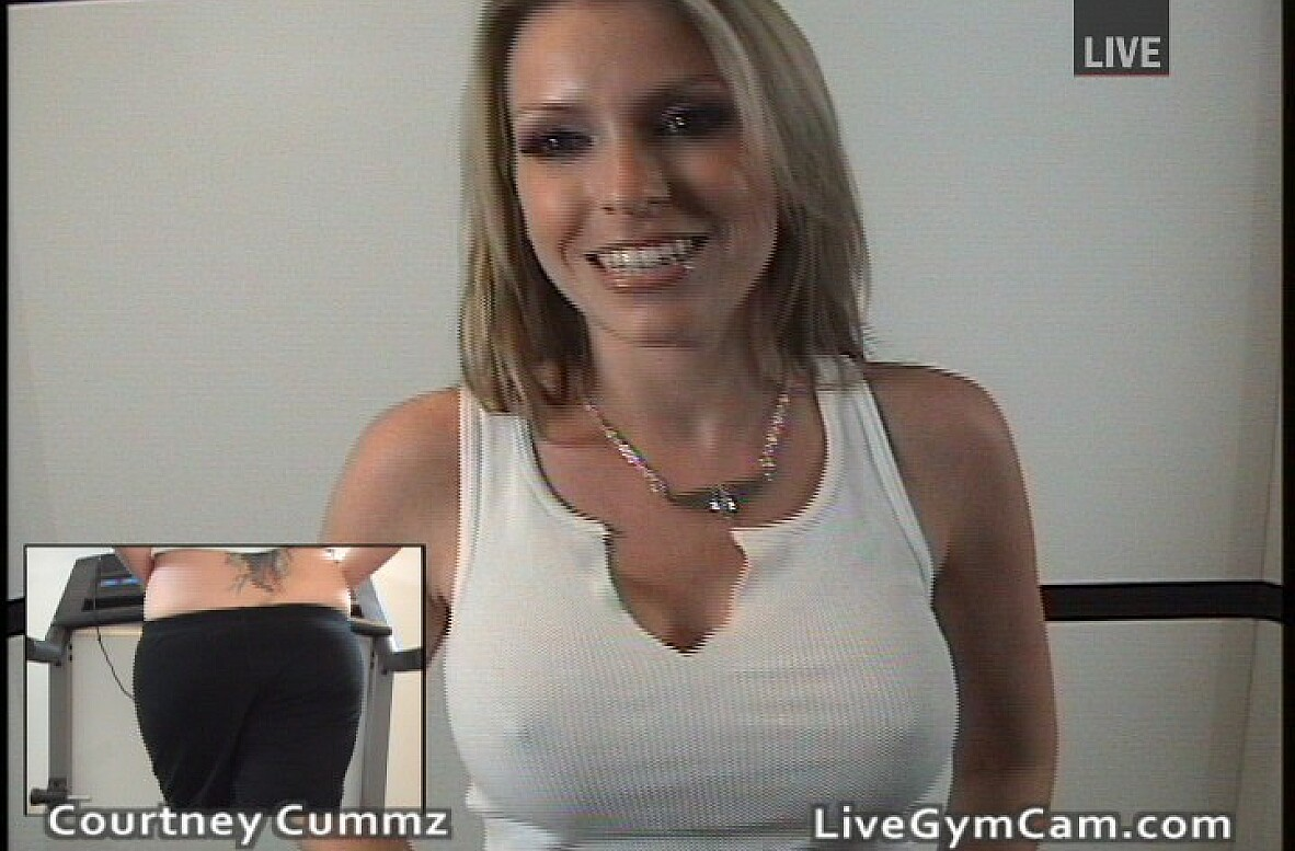 Watch Courtney Cummz video in Live Gym Cam