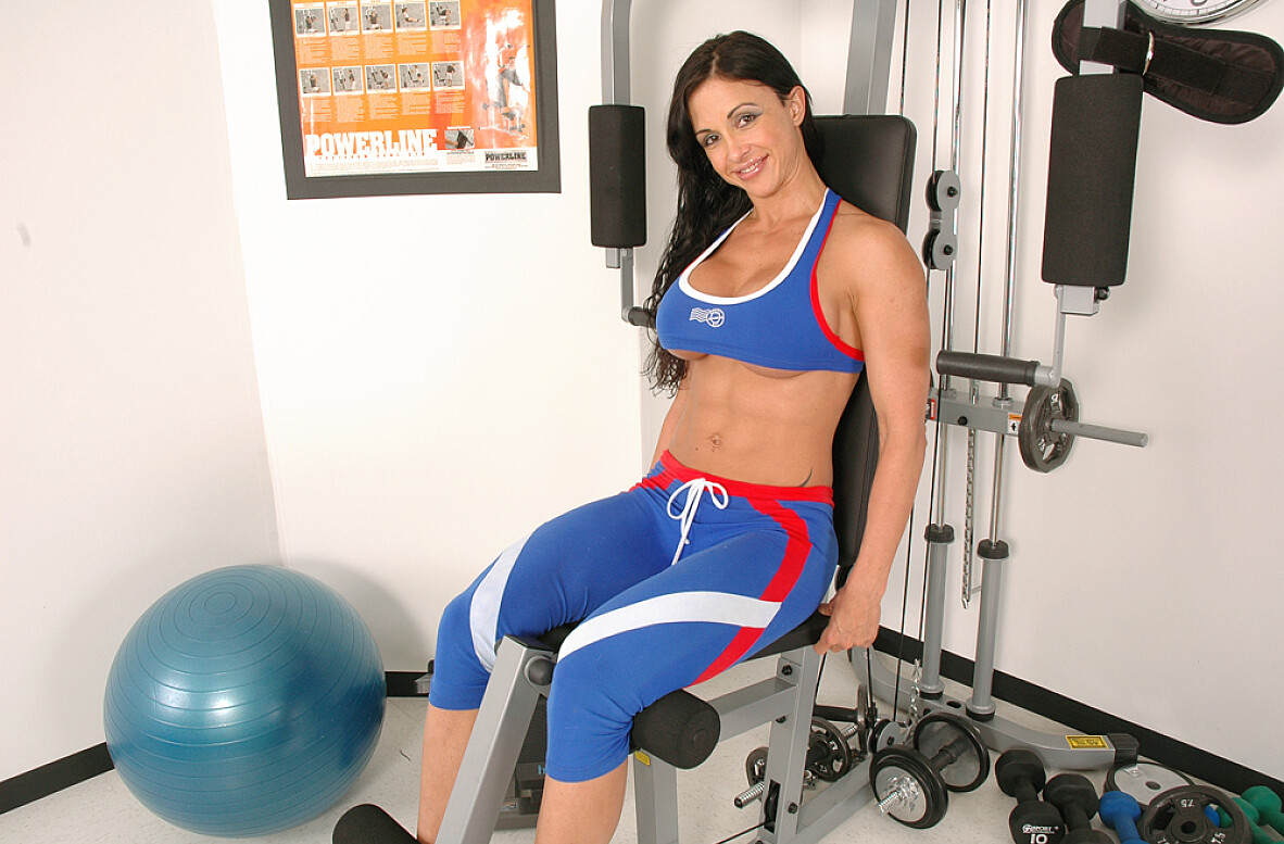 Watch Jewels Jade video in Live Gym Cam