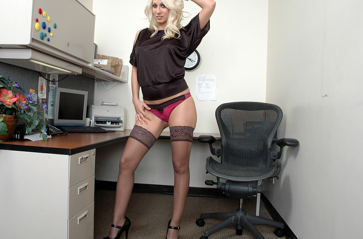 Watch Jazy Berlin video in Live Naughty Secretary