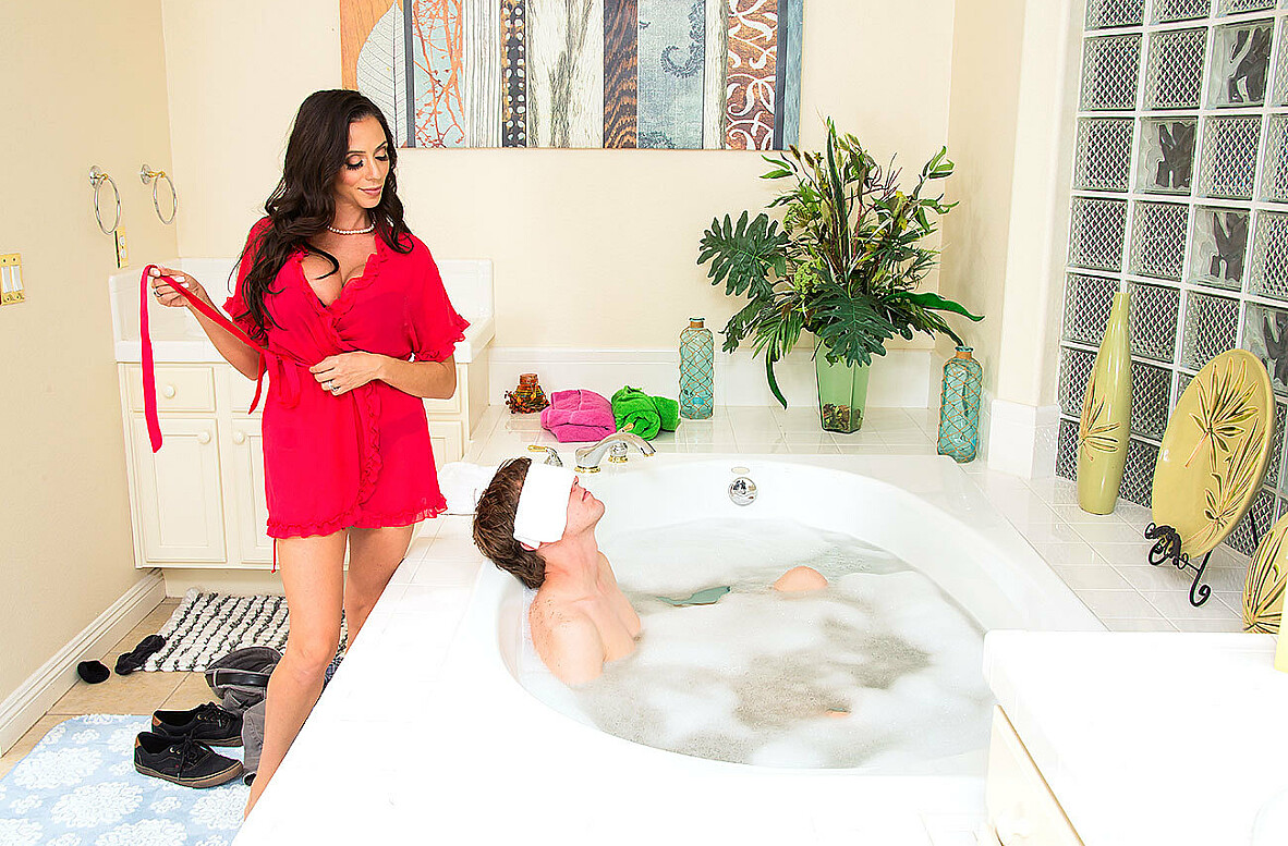 Watch Ariella Ferrera and Rion King 4K video in My Friend's Hot Mom