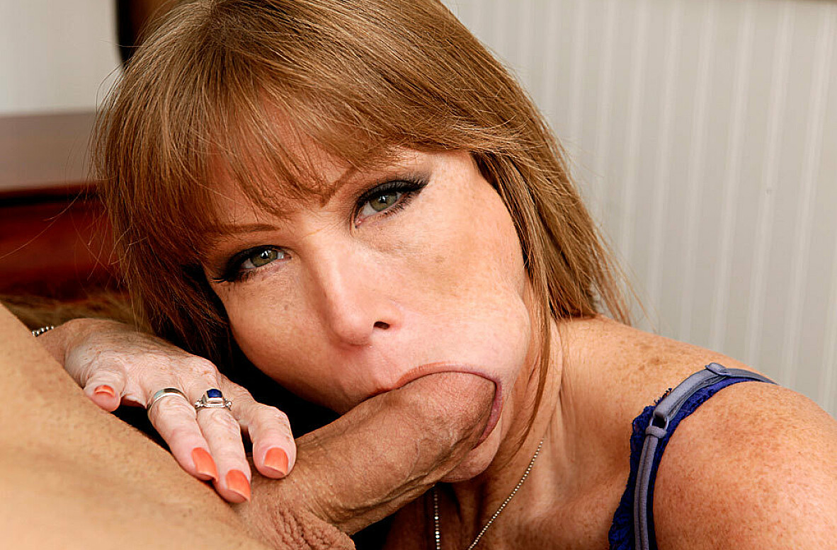 Watch Darla Crane and Giovanni Francesco video in My Friend's Hot Mom