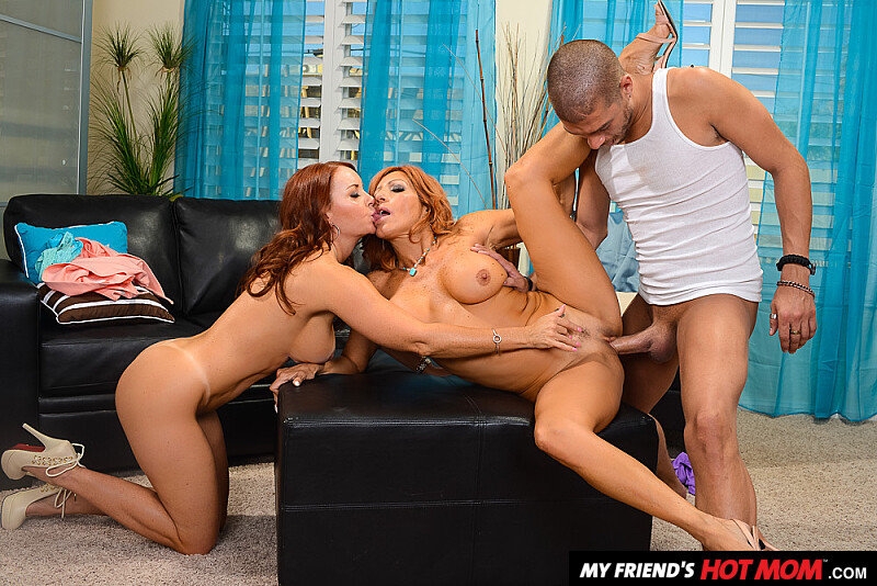 Janet Mason fucking in the living room with her outie pussy