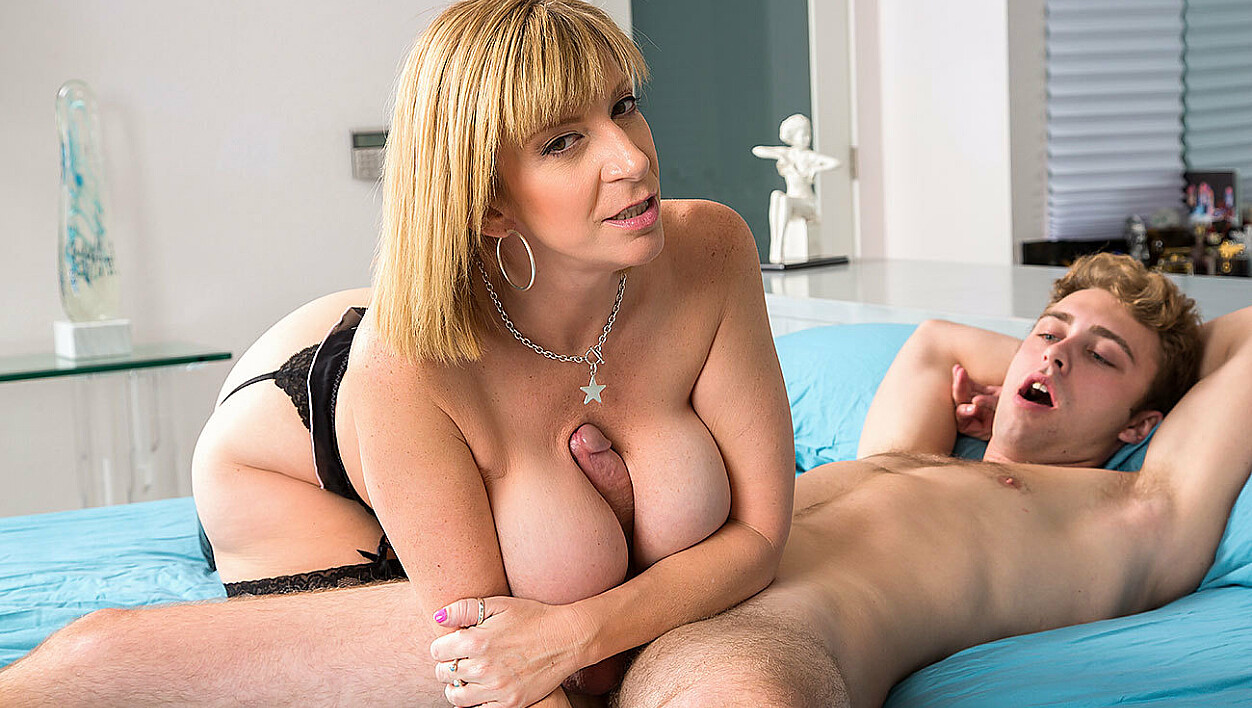 Busty MILF Sara Jay seduces her son's college friend!