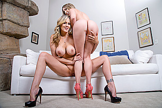 Julia Ann fucking in the couch with her tits vr porn - Sex Position 1