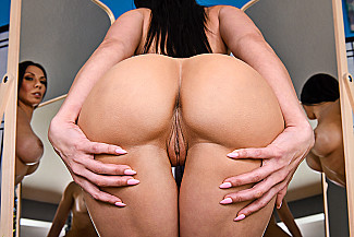 Rachel Starr fucking in the massage table with her piercings - Sex Position 1