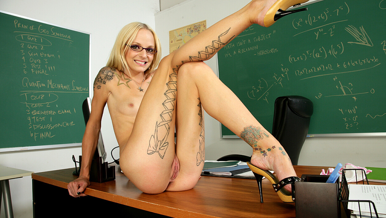 Faye Runaway fucking in the classroom with her natural tits