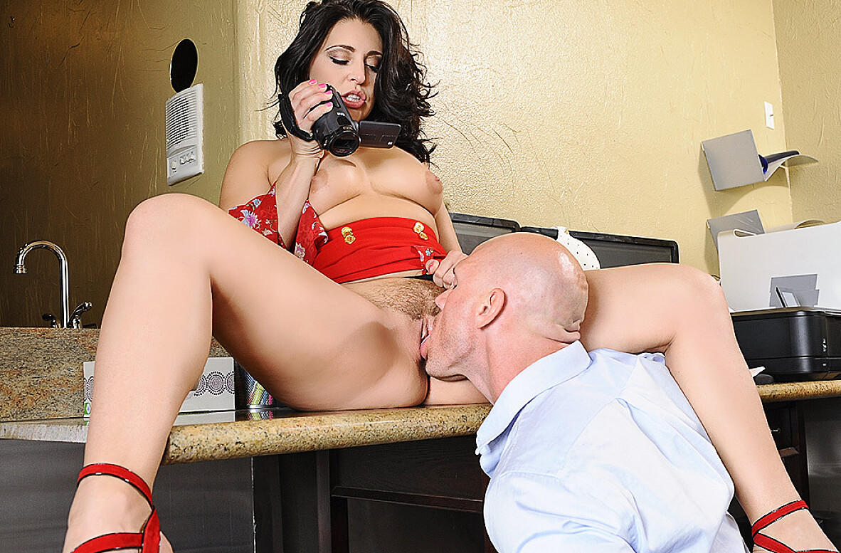 Watch Gracie Glam and Johnny Sins 4K video in Naughty Office