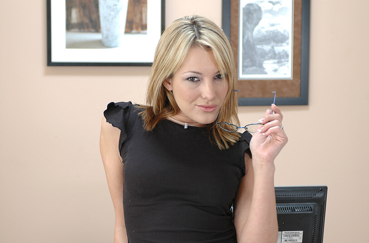 Watch Alex Sanders and Joey video in Naughty Office