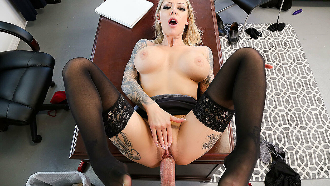 Boss Karma Rx fucking in the chair with her petite