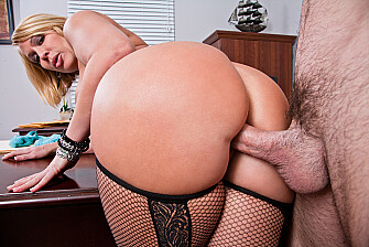 Boss Mellanie Monroe fucking in the desk with her big ass - Blowjob