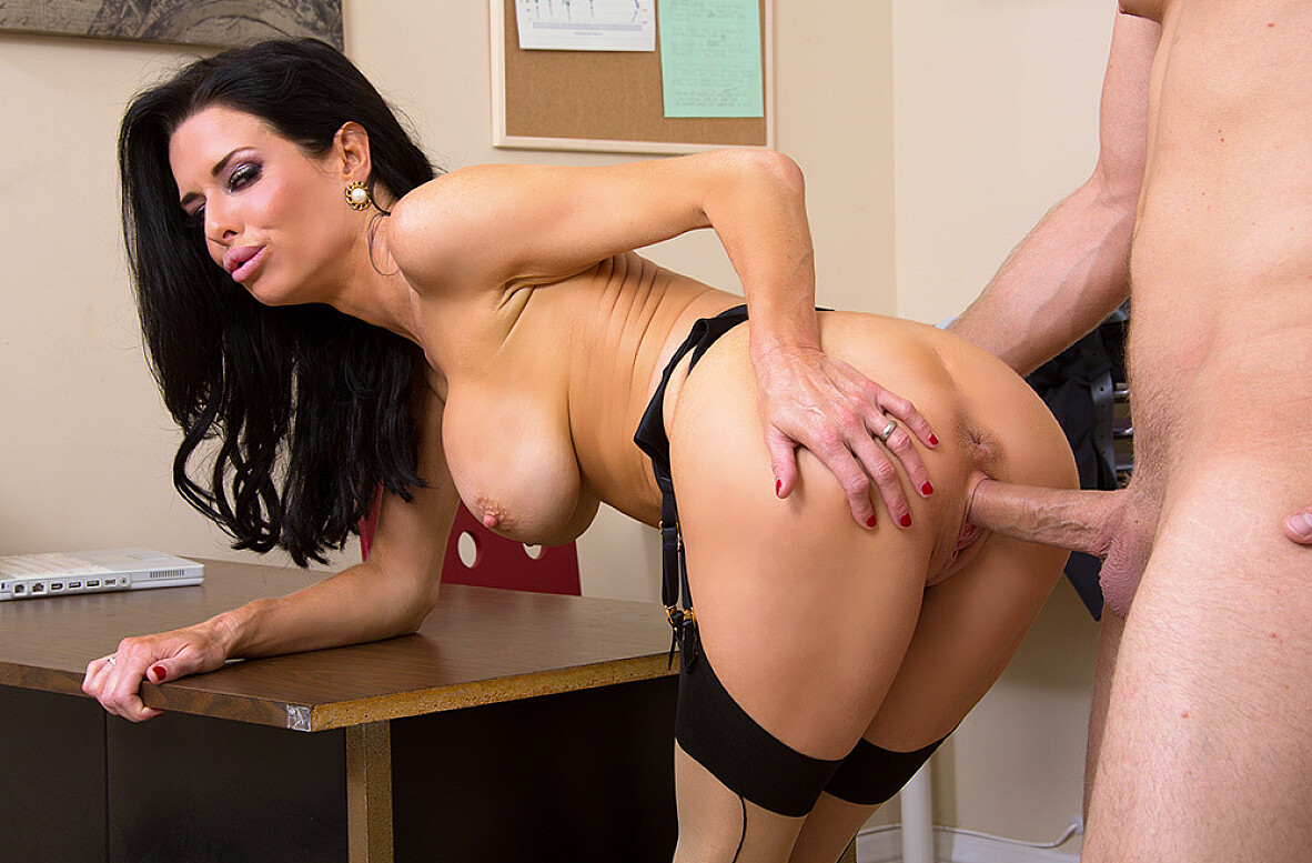 Watch Veronica Avluv and Danny Wylde 4K video in Naughty Office