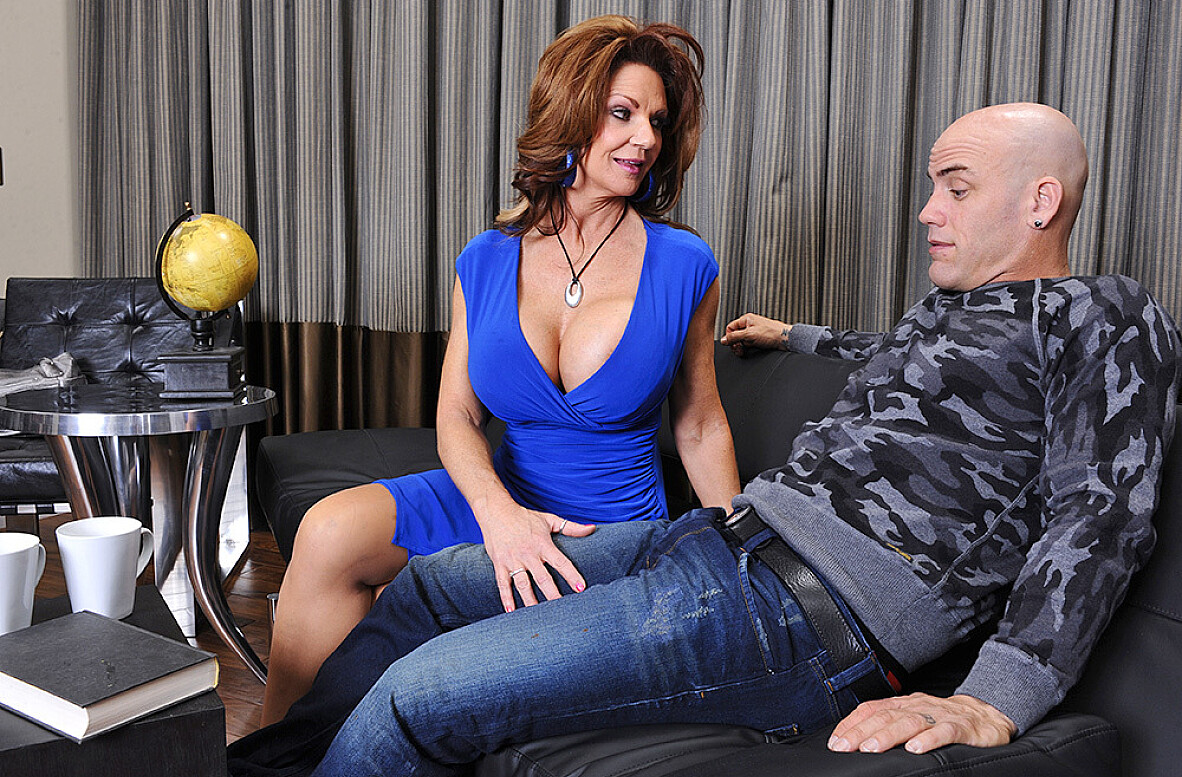 Watch Deauxma and Derrick Pierce 4K video in Seduced By A Cougar