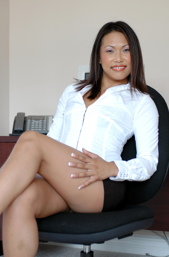 Veronica Lynn - xxx pornstar in many Asian & Shaved & Desk videos