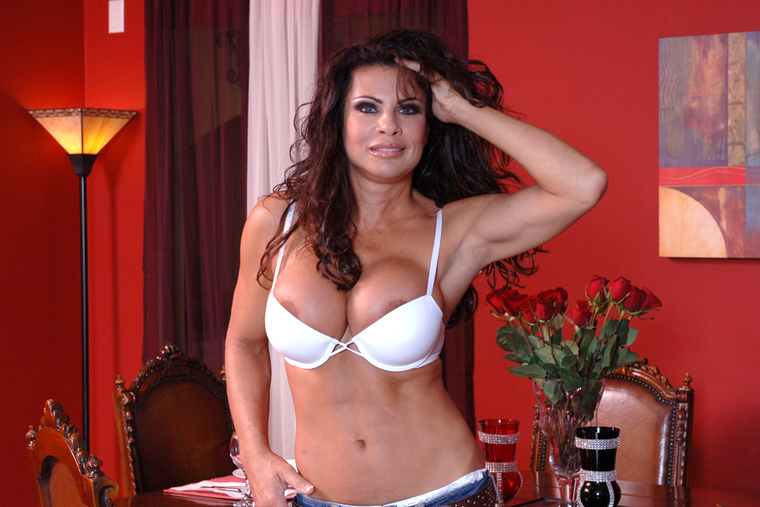 MILF Teri Weigel fucking in the living room with her tits