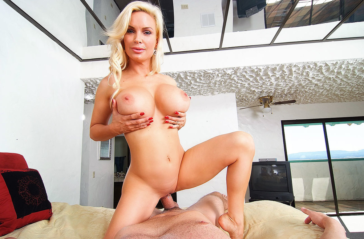 Watch Diamond Foxxx and Will Powers American video in Housewife 1 on 1