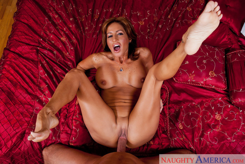 Mature Tara Holiday fucking in the bedroom with her tits - Sex Position 3