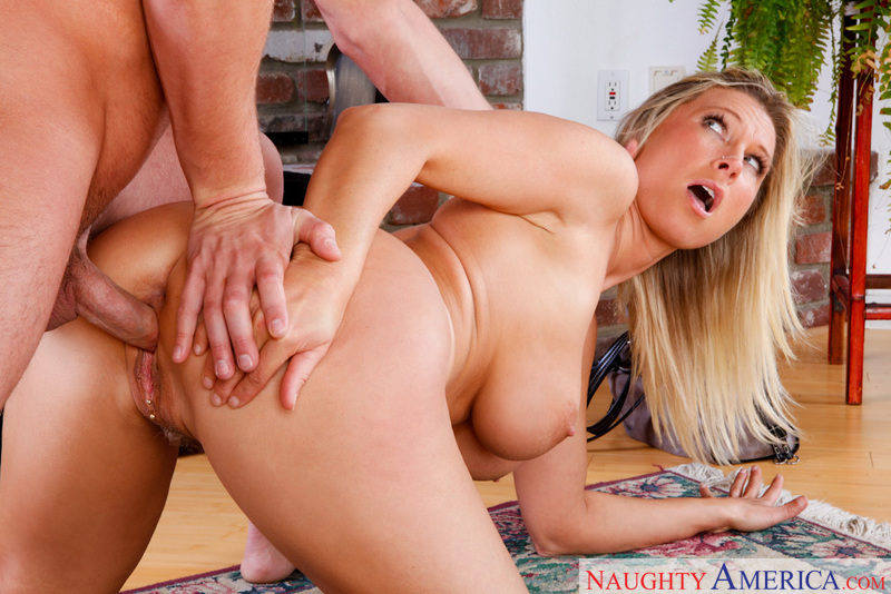 devon lee fucking in the floor with her tits