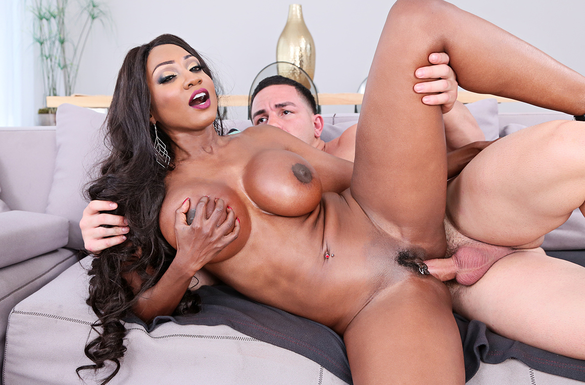 Watch Diamond Jackson and Peter Green 4K American video in My Friend's Hot Mom