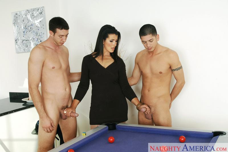 Голые Sex Перед Одетыми Мужщинами