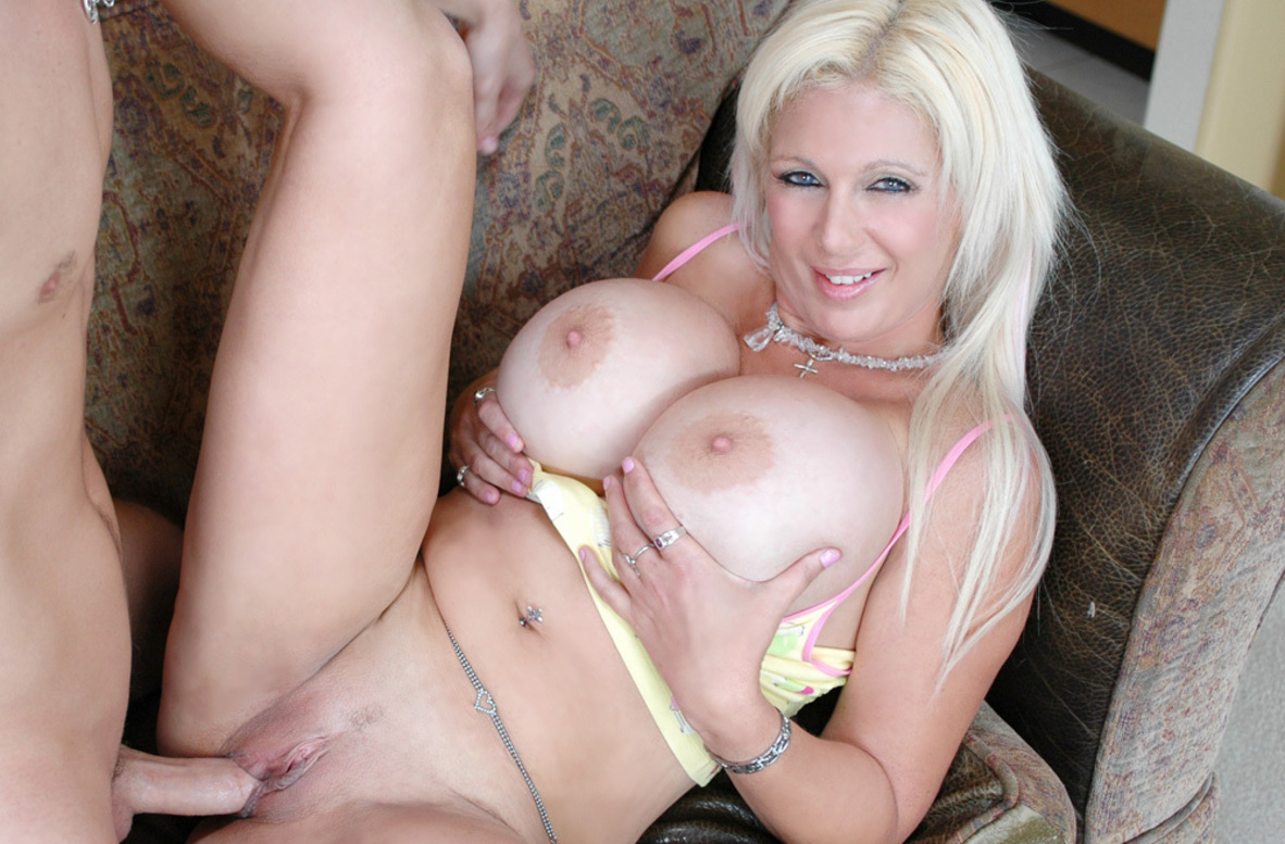 Watch Kayla Kupcakes and Kris Slater American video in My Friend's Hot Mom