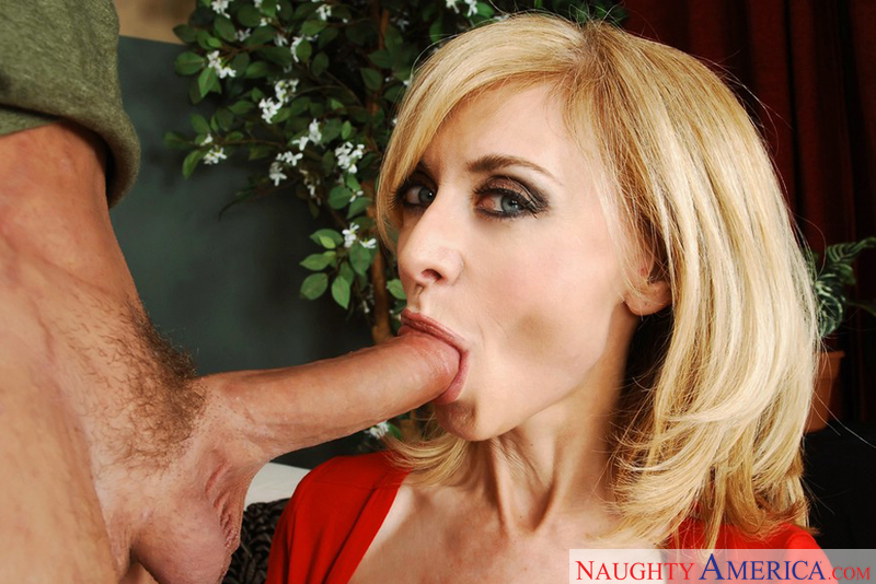 MILF Nina Hartley fucking in the couch with her glasses - Sex Position 2