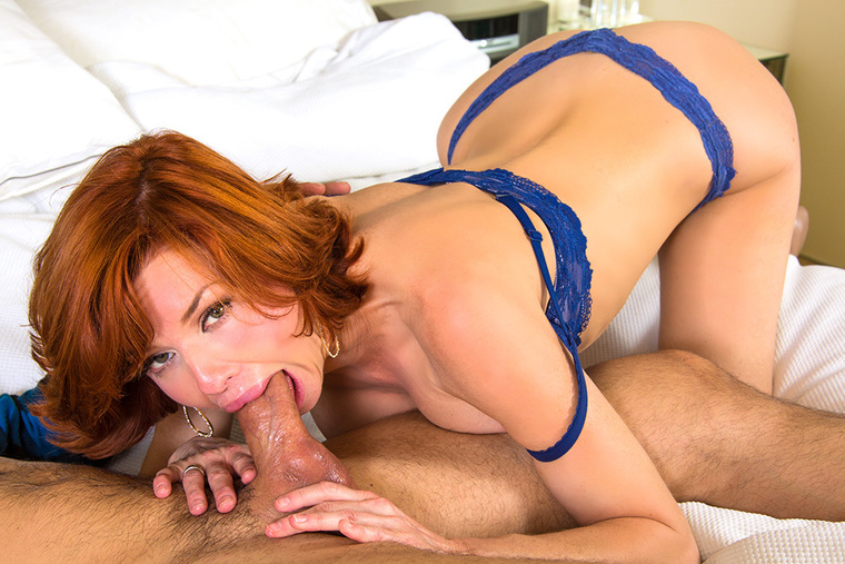 Mature Veronica Avluv fucking in the bedroom with her tits