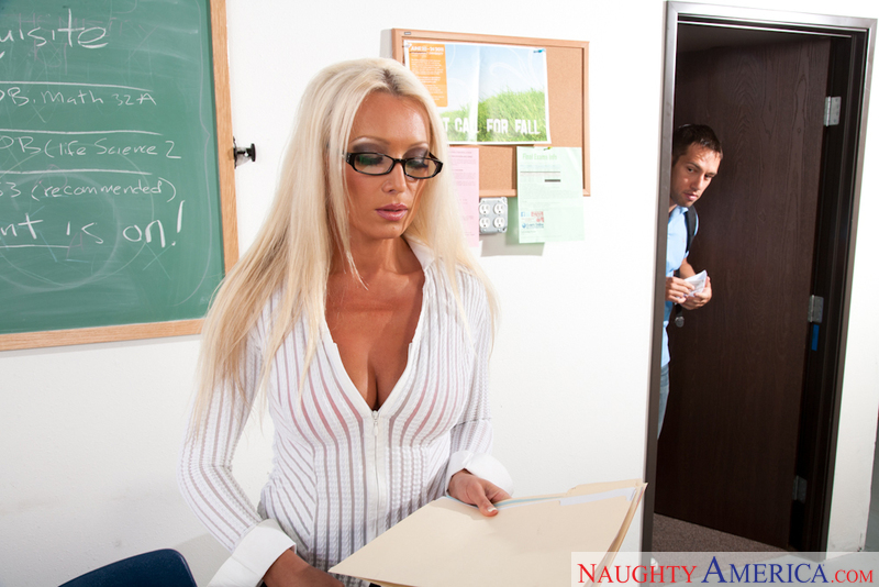 Mature Diana Doll fucking in the classroom with her tattoos - Sex Position 1