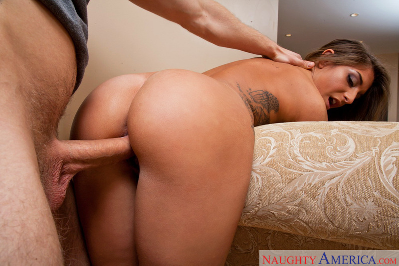 Mischa Brooks fucking in the living room with her petite - Blowjob