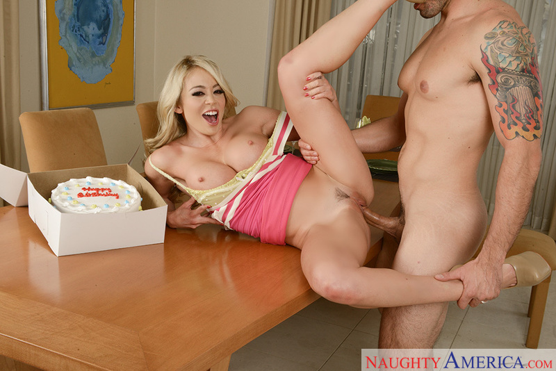 Blonde Mia Lelani fucking in the chair with her petite - Blowjob