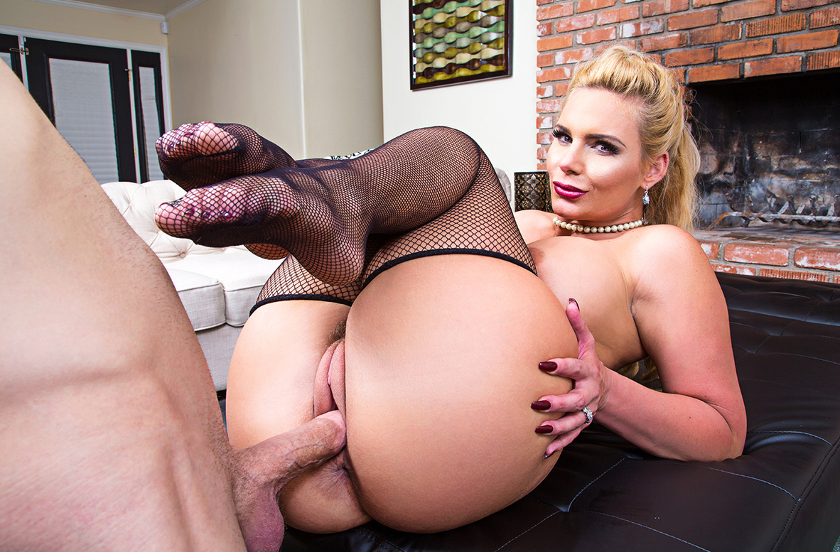 Watch Phoenix Marie and Bill Bailey VR video in Dirty Wives Club