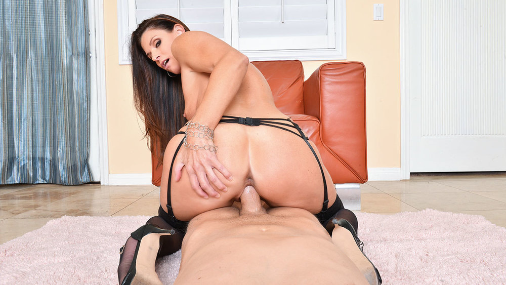 Click here to play India Summer VR porn