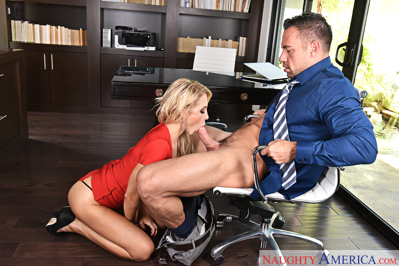 Alix Lynx fucking in the office with her bubble butt - Sex Position 2